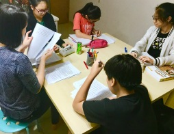 PSLE English Tuition with Yuet Ling doing Cloze Passages.